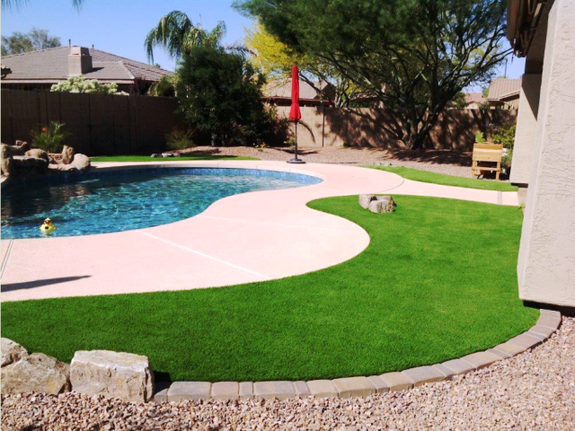 Various benefits of using artificial grass at your place