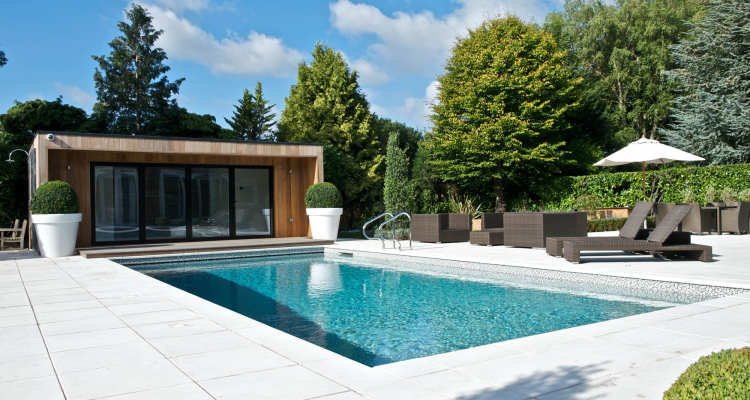 What are the steps to hire a pool builder?